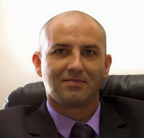 דניאל אפרת